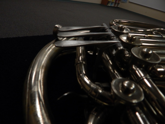 string a french horn valve